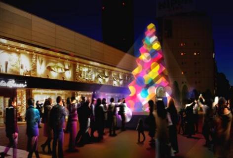 光のパワーを体感。マカロンカラーの「マカロンツリー」~新宿サザンテラス広場~
