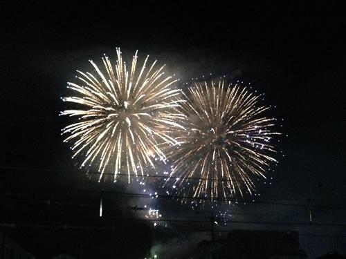 午後8時から10時までの間、約7,000発の花火が上がる