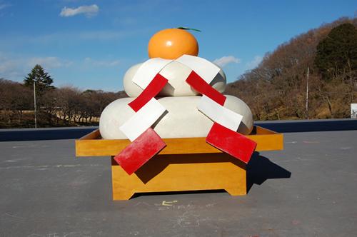 「ジャンボ鏡もち」が登場した。展示は12月27日(土)~1月12日(祝) まで