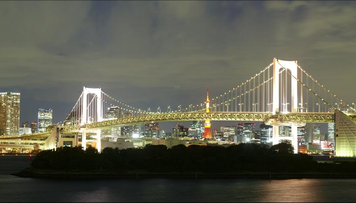 レインボーブリッジの夜景とイルミネーション