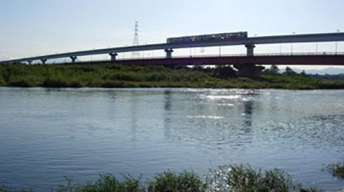 立川公園野球場・陸上競技場がある多摩川堤防からの景色