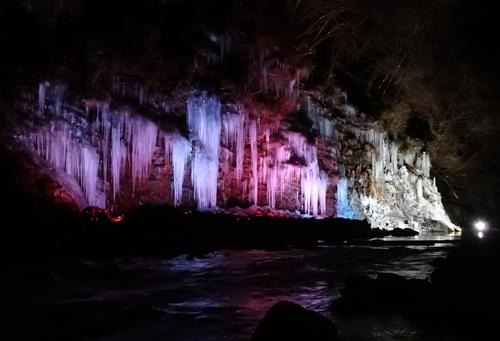 1月17日(土)から2月15日(日)までの間、「氷柱」をライトアップ