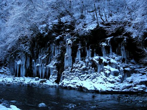 自然が作り出す氷の芸術「三十槌の氷柱」