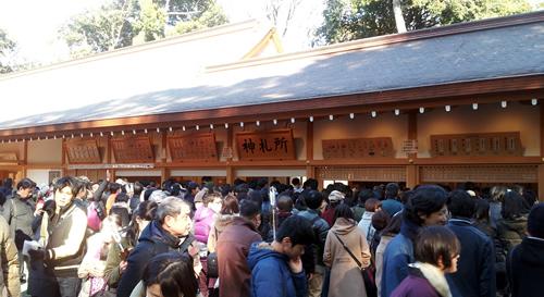 大宮氷川神社は国家安泰、開運招福、厄除け、商売繁盛、交通安全、縁結びなどの祈願、お守りが多い