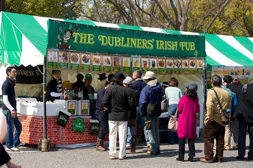 人気のアイルランド料理のブースは行列