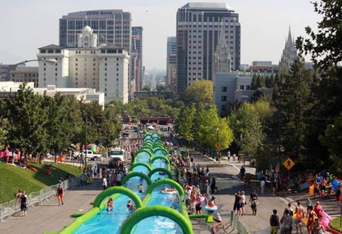 米国ソルトレイクシティで昨年7 月に初開催された「Slide the City」