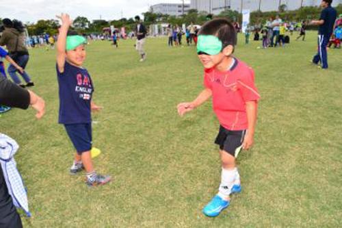 視覚障害者と一緒にプレイできる「ブラインドサッカー体験」 子どもにとって貴重な経験になりそう