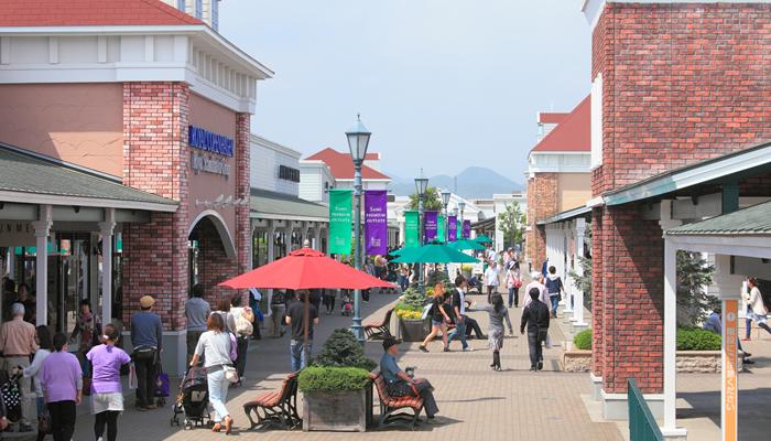 「佐野プレミアム・アウトレット」 アメリカ東海岸の街並みをイメージしたモールに約180の有名ブランドが揃う