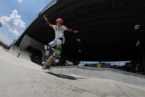 「スケートボード ジュニア体験スクール」 AJSA公認のスケートボードプロ「山崎勇亀プロ」監修の体験スクール。プロ監修の分かり易い指導でスケートの基礎が学べる