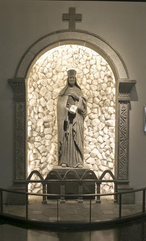 岩塩彫刻「聖キンガ像」