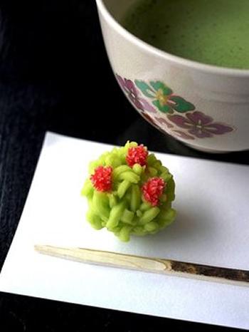 夕涼みやお月見に使われていた「中島の御茶屋」では抹茶セットが楽しめる