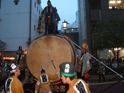 日本最大級の大きさを誇る直径2.5mの大太鼓