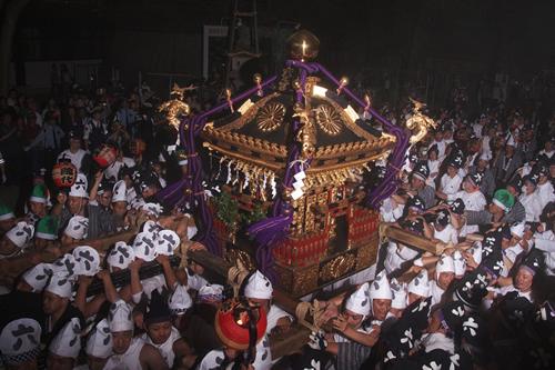 8基の御輿は大太鼓に導かれ、御旅所まで渡御する