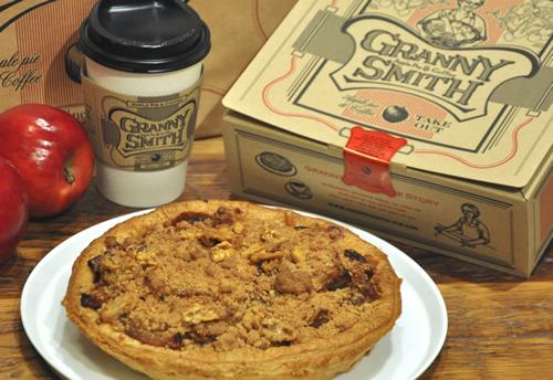 横浜赤レンガ倉庫に人気のアップルパイ店「グラニースミス アップルパイ&コーヒー」が開業