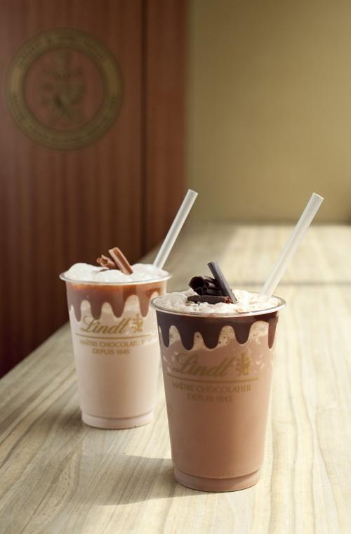 カカオの香り豊かな「アイスチョコレートドリンク」