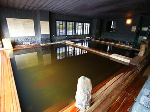 大谷田温泉 明神の湯 天然ヒバや石づくりの浴槽が穏やかな内湯