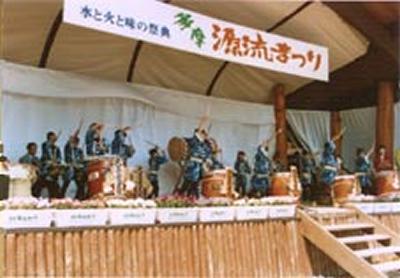 ステージでは、ダンスパフォーマンス、郷土芸能、阿波踊り、子どもショーなどを開催