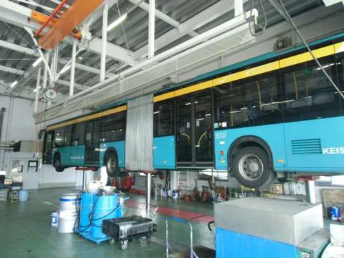 整備場の例(京成バス 新都心営業所整備工場)