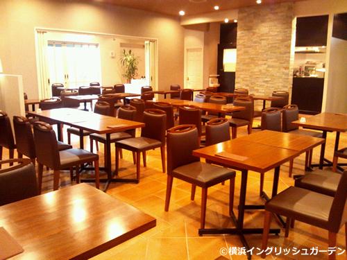 「シーズンズカフェ」 四季折々の豊かな表情を感じられる、ナチュラルな雰囲気のカフェ