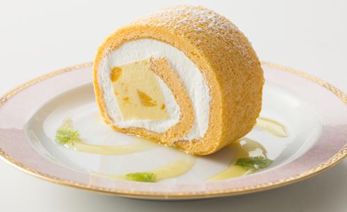 マンゴープリンロール 1,280円(税込) マンゴー生地にマンゴープリン・マンゴーをロールしたケーキ