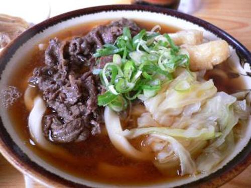 山梨県富士吉田市周辺で食べられている郷土料理の「吉田うどん」