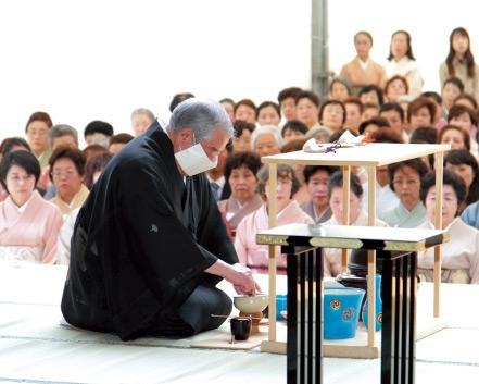 5月14日(木)表千家家元による献茶の儀式「献茶式 表千家家元奉仕」