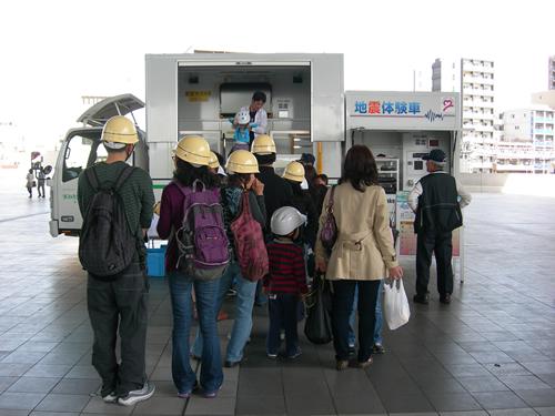 東京都江戸東京博物館(江戸博)会場  起震車体験の様子