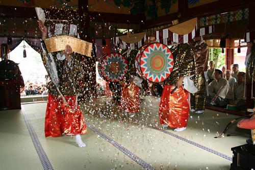 五穀豊穣を祈願する東京都の無形民俗文化財「びんざさら舞」