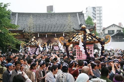 5月17日(日)「本社神輿各町渡御」 宮出し