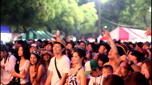フェスティバルは20時まで 夜も楽しい