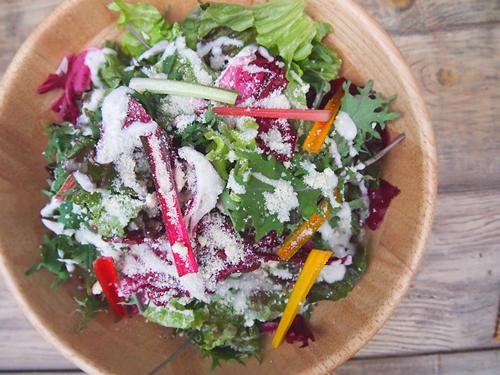 ファーマーズ シーザーサラダ 数種類の葉野菜と香味野菜をふんだんに、使った定番のシーザーサラダ