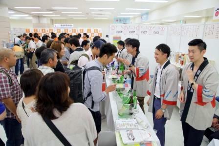 「第9回全国日本酒フェア」では、全国45都道府県の日本酒の試飲と販売やおつまみの販売も