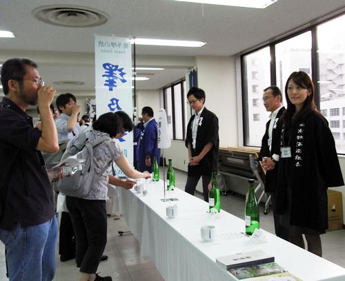 蔵元との交流も「呑み切り」の楽しみのひとつ 写真は澤乃井(青梅市の小澤酒造)