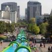 超巨大ウォータースライダーでお台場を滑る!米で話題の「Slide the City」が6/6、7に初開催