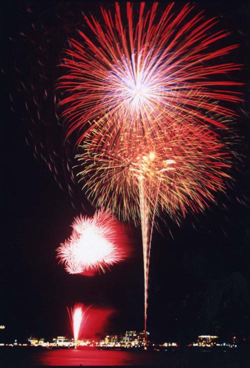 「富士山・河口湖山開きまつり花火大会」が2015年7月4日(土)に河口湖の大池公園で開催