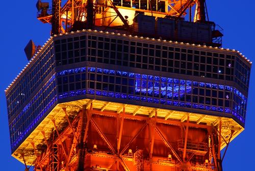 大展望台(150m)フロアには約28,000個の室内イルミを点灯