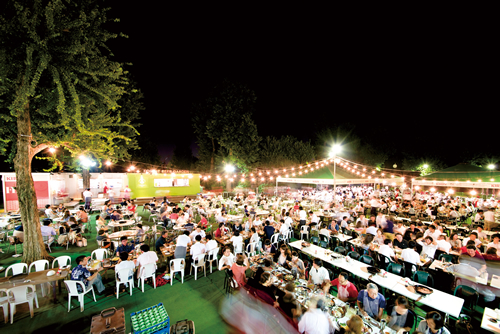 都心の夏の風物詩、明治神宮外苑「森のビアガーデン」が2015年9月26日(土)までオープン