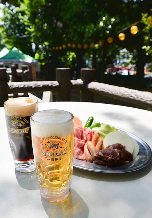 緑に囲まれた閑静な場所で、心地よい風を感じながら生ビールやバーベキューが楽しめる