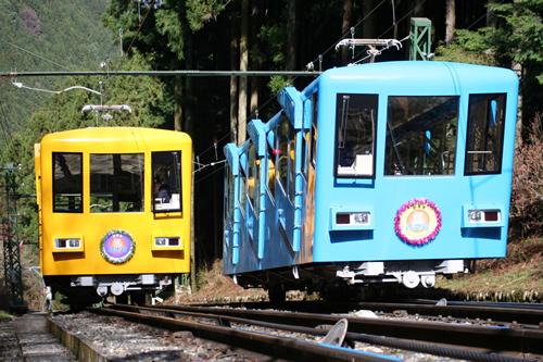 御岳登山鉄道ケーブルカー 麓の滝本駅から終点の御岳山駅まで約6分