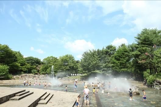 親子で遊べる水遊びの池 府中市郷土の森博物館