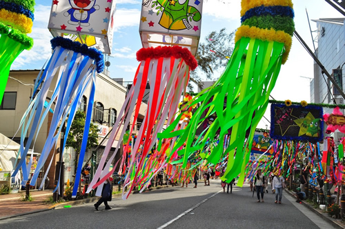 福生のまちがお祭り一色に彩られる。