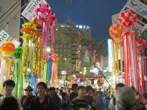 「夜遅くまで賑わう祭り」 夜遅くまで会場は大賑わい。多摩地域随一のお祭り