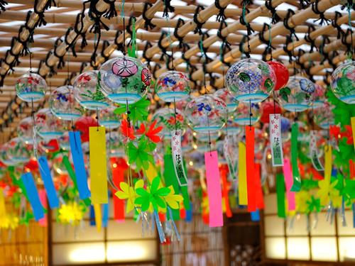 江戸時代から伝わる伝統的な「江戸風鈴」も奉納