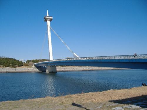 海水浴場へつながる「なぎさ橋」