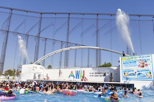 「ダンスプラッシュ!!」迫力満点の放水ショーとオリジナルダンスのコラボレーションショー!放水量はなんと10トン越え