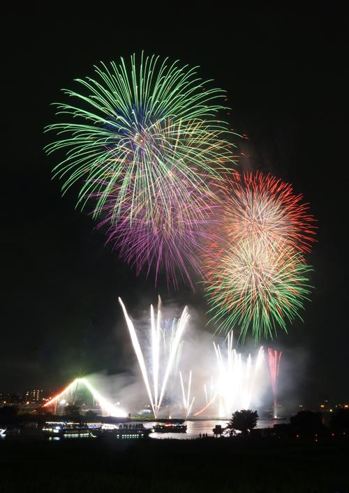 江戸の夏の風物詩「第37回 足立の花火」 2015年7月18日(土)に約12,000発打上げ