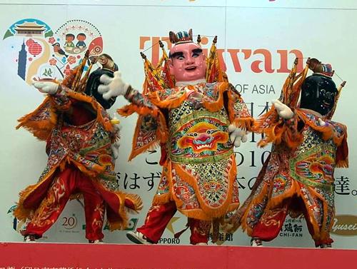 台湾から多数の著名アーティストや民族舞踏が来日