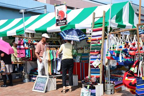 民芸品、特産物などの物販ブース