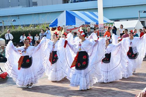 華麗な民族舞踊