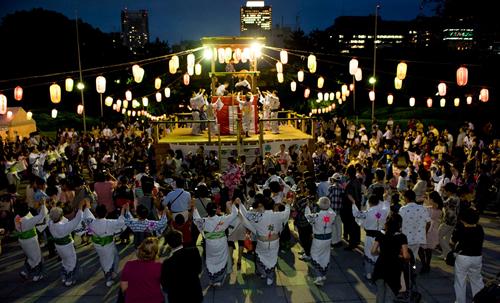 夏の風物詩「地蔵尊奉賛 盆踊り大会」
